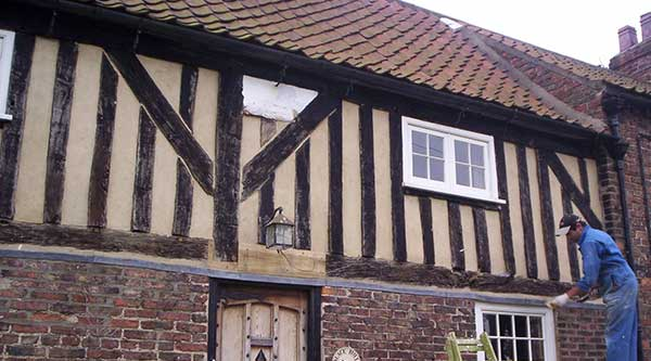 Restoration of external lime render
